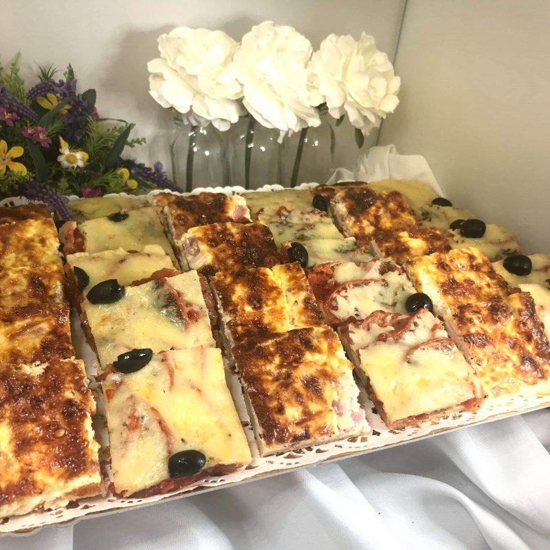 Quiches et Pizzas sur plateaux